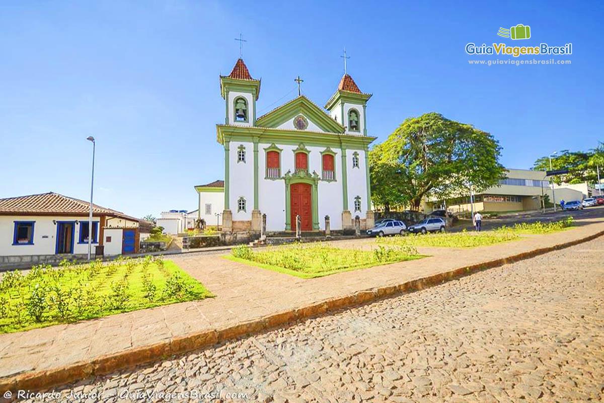 Imagem Igreja Matriz de Santa Bárbara, em Minas Gerais. - Fotos de Ricardo Junior / www.ricardojuniorfotografias.com.br