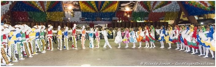 Foto da quadrilha na festa de São João em Campina Grande, Paraíba -  Photograph by Ricardo Junior / www.ricardojuniorfotografias.com.br