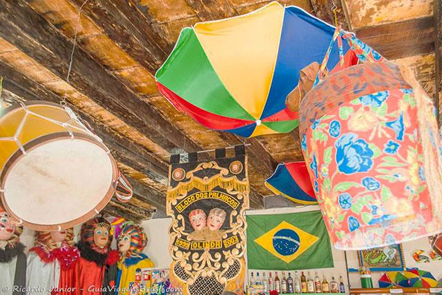 Bonecos e instrumentos utilizados no Carnaval de Olinda. Photograph by Ricardo Junior / www.ricardojuniorfotografias.com.br