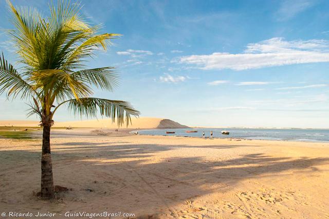 Praia da Vila e a Duna do Pôr do sol em Jericoacoara, no Ceará. - Photograph by Ricardo Junior / www.ricardojuniorfotografias.com.br