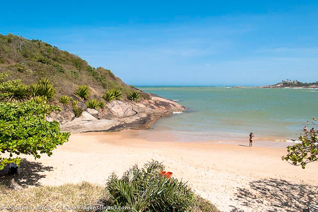 Praia Bacutia em Guarapari, ES. <br /> Photograph by Ricardo Junior / www.ricardojuniorfotografias.com.br
