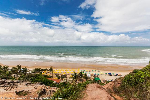 Praia do Amor vista do mirante, em Pipa, Rio Grande do Norte. Photograph by Ricardo Junior / www.ricardojuniorfotografias.com.br
