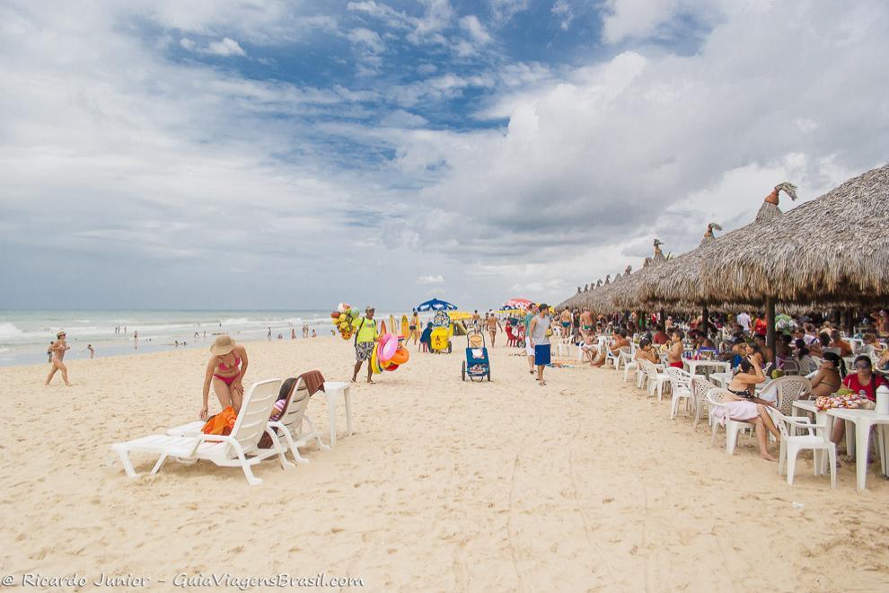 Barracas a beira-mar na Praia do Futuro, em Fortaleza, no Ceará. Photograph by Ricardo Junior / www.ricardojuniorfotografias.com.br