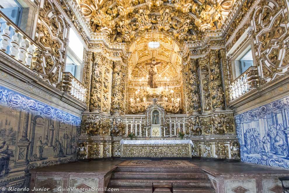 A requintada decoração da  Igreja de São Francisco, no Pelourinho, Bahia. Photograph by Ricardo Junior / www.ricardojuniorfotografias.com.br