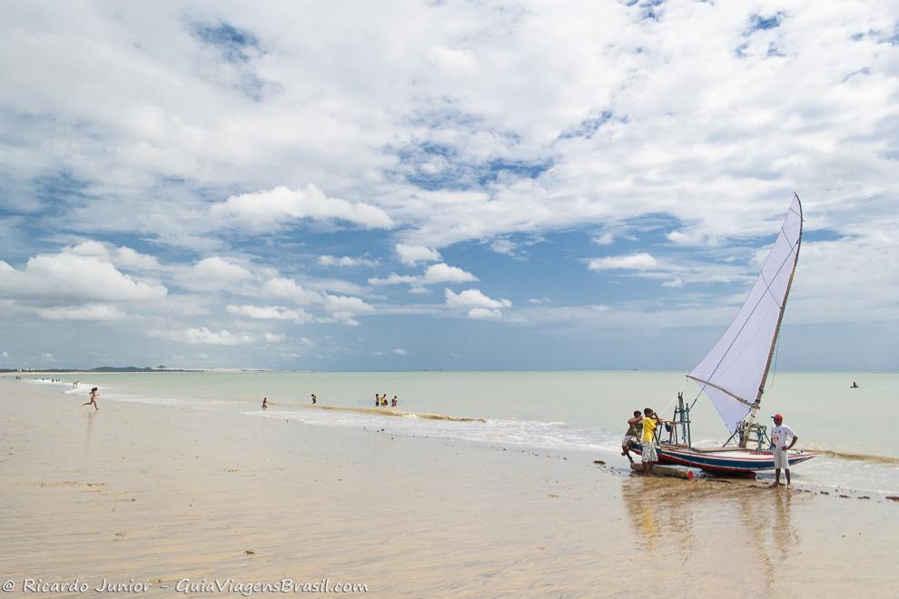 Jangada na Praia Cumbuco, em Caucaia, no Ceará. Photograph by Ricardo Junior / www.ricardojuniorfotografias.com.br
