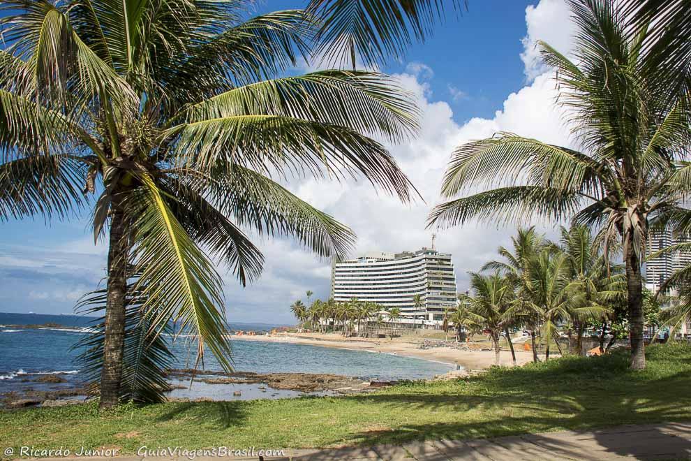 Praia Ondina, a preferida dos turistas pelos hotéis e pousadas pertinhos da orla. Photograph by Ricardo Junior / www.ricardojuniorfotografias.com.br
