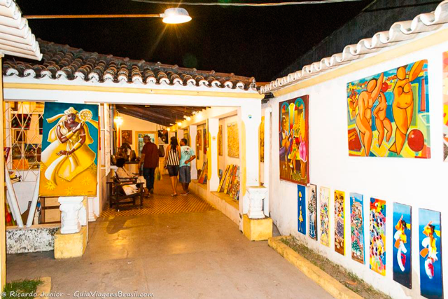 Passarela do Descobrimento, mais conhecida como Passarela do Álcool, em Porto Seguro, na Bahia. Photograph by Ricardo Junior / www.ricardojuniorfotografias.com.br