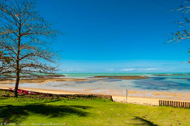 Vista de uma pousada a beira-mar na Praia do Espelho, na Bahia. Photograph by Ricardo Junior / www.ricardojuniorfotografias.com.br