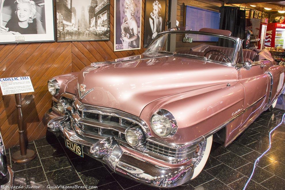 Cadillac exposto no Hollywood Dream Car, em Gramado, Rio Grande do Sul. Photograph by Ricardo Junior / www.ricardojuniorfotografias.com.br