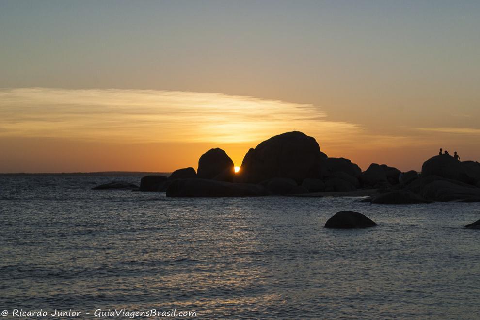 Por do sol observado a partir da Praia Pedra do Sal, em Parnaíba, no Piauí. Photograph by Ricardo Junior / www.ricardojuniorfotografias.com.br