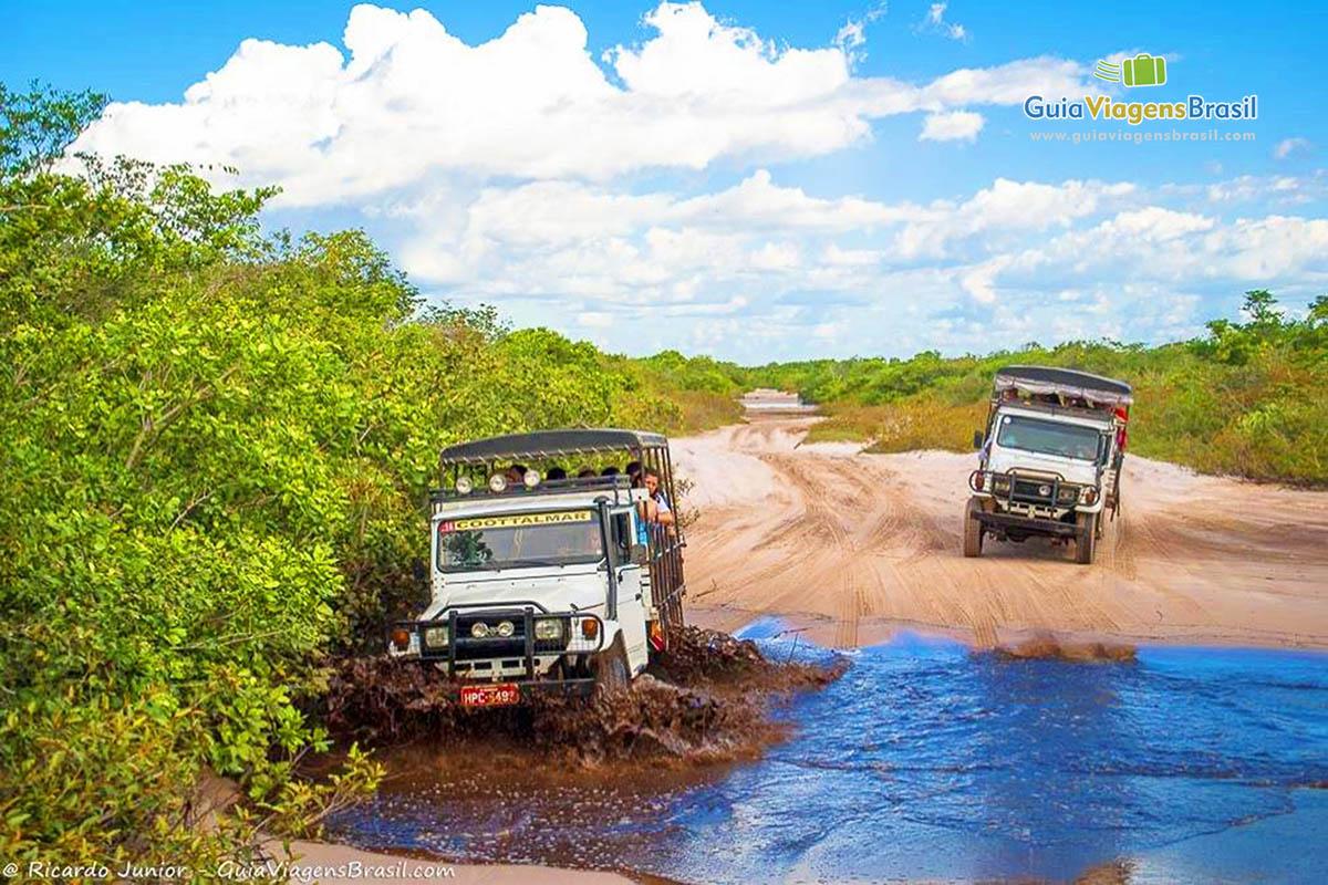 Foto passeio de Toyota para chegar na Lagoa Azul, Lençóis Maranhenses - Foto: Ricardo Junior (www.ricardojuniorfotografias.com.br)