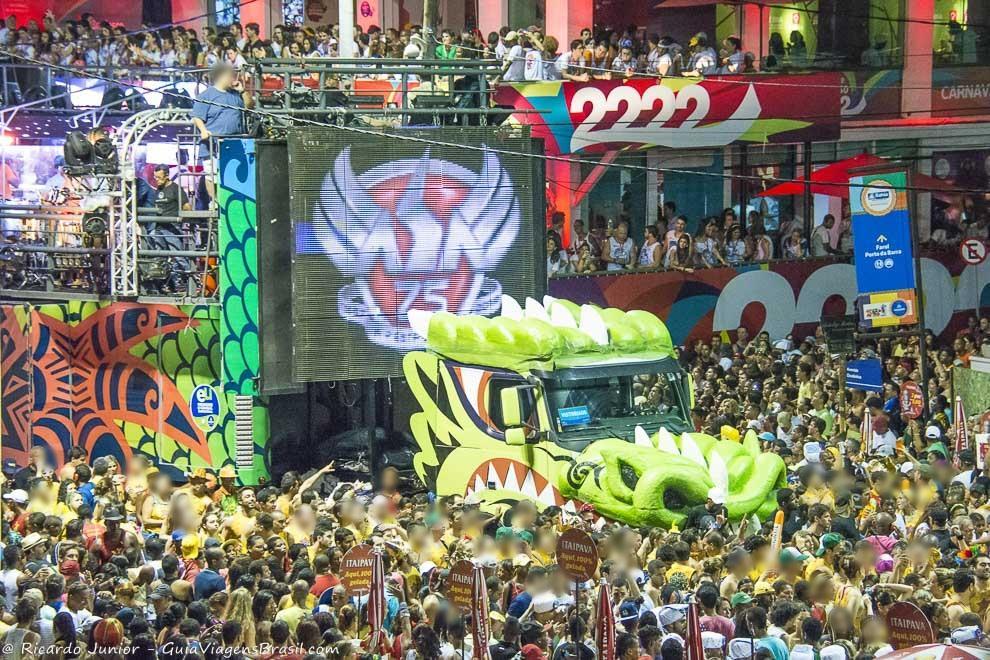 Trio-elétrico do Asa no Carnaval de Salvador, na Bahia. Fotos de Ricardo Junior / www.ricardojuniorfotografias.com.br