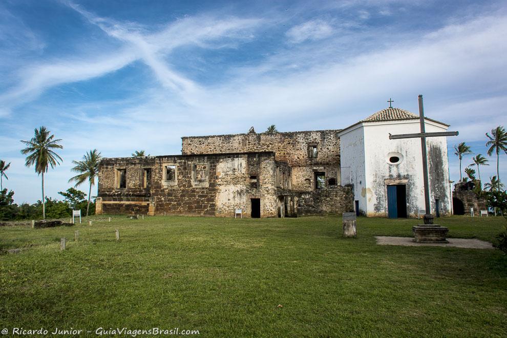 Ruínas do Castelo d`Ávila, na Praia do Forte, na Bahia. Fotos de Ricardo Junior / www.ricardojuniorfotografias.com.br