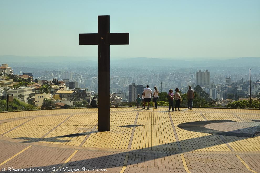 Praça do Papa, pertinho da Rua do Amendoim, em Belo Horizonte. Fotos de Ricardo Junior / www.ricardojuniorfotografias.com.br