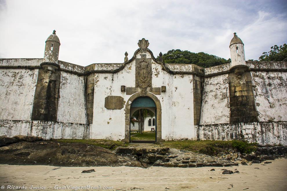 Fortaleza de Nossa Senhora dos Prazeres, na Ilha do Mel, Paraná. Fotos de Ricardo Junior / www.ricardojuniorfotografias.com.br