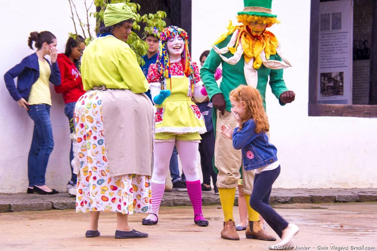 Personagens do Sítio do Pica-pau Amarelo fazendo a alegria dos visitantes, em Taubaté, SP. Fotos de Ricardo Junior / www.ricardojuniorfotografias.com.br