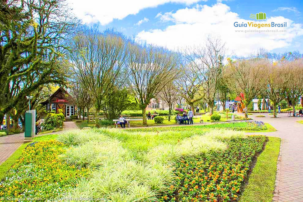 Jardim Praça da República, também chamada de Praça das Flores, em Nova Petrópolis, RS. Fotos de Ricardo Junior / www.ricardojuniorfotografias.com.br