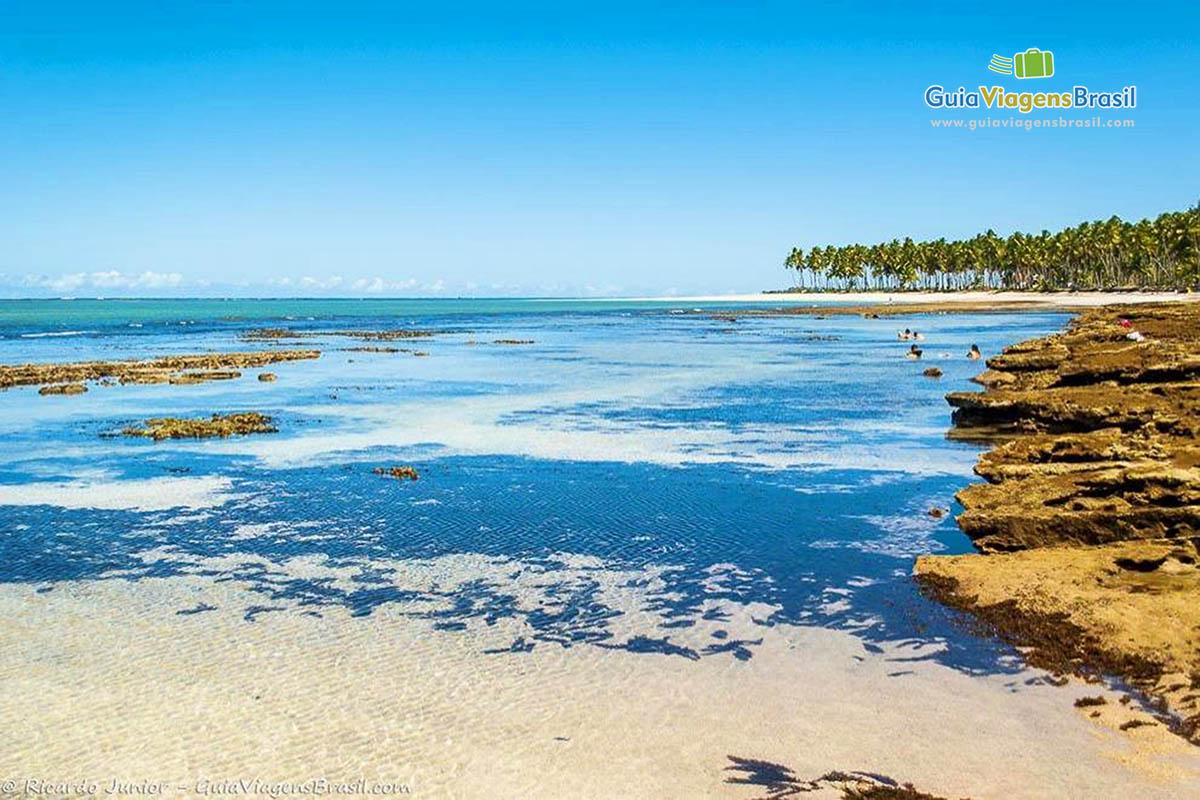 As deliciosas piscinas naturais na Praia de Carneiros, em Tamandaré, PE. Fotos de Ricardo Junior / www.ricardojuniorfotografias.com.br