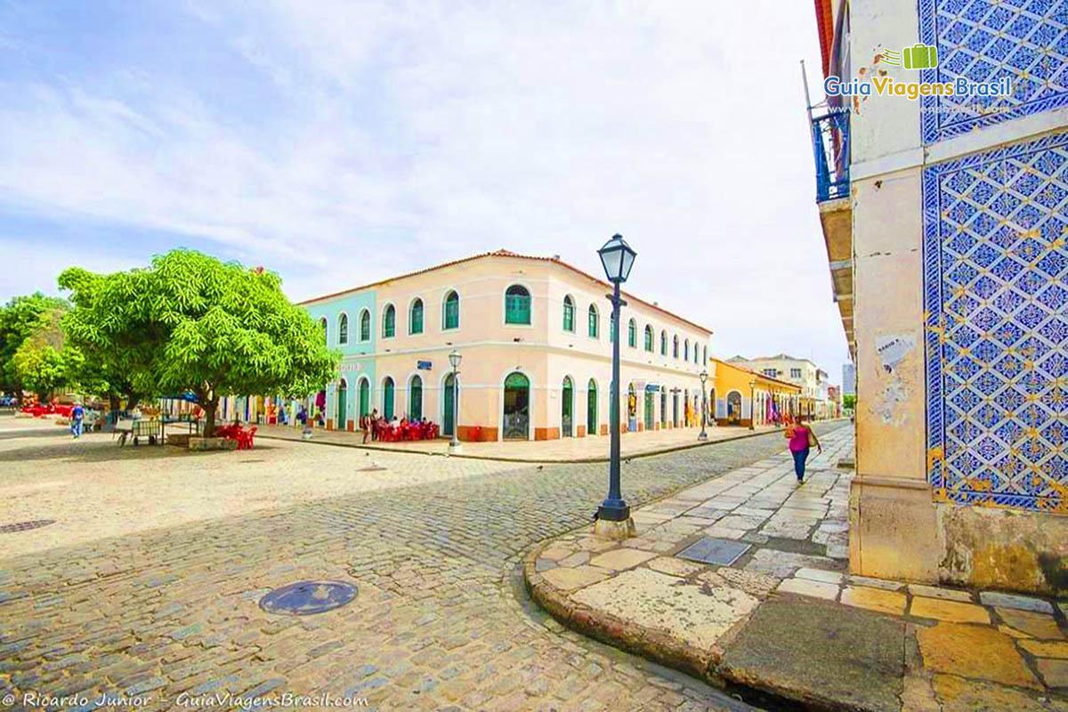 Praça e o casarios colonial francês e português do Centro Histórico de São Luís, MA. Fotos de Ricardo Junior / www.ricardojuniorfotografias.com.br