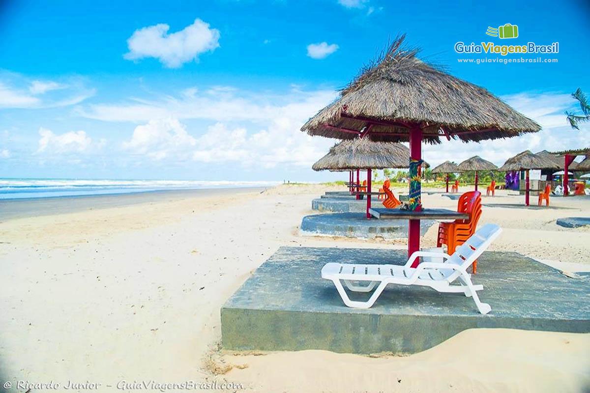 A relaxante Praia de Aruana, Aracaju, SE. Fotos de Ricardo Junior / www.ricardojuniorfotografias.com.br