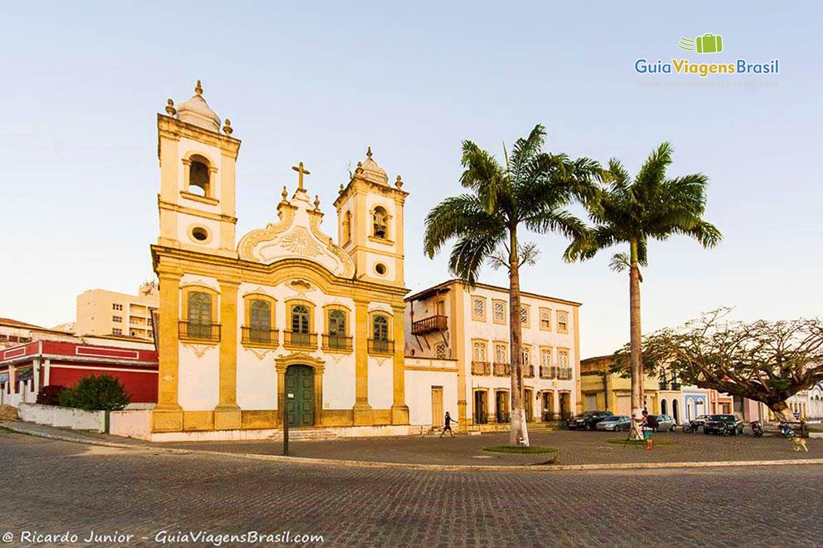 Igreja Nossa Senhora da Corrente, cujo interior tem detalhes entalhados a mão, em Penedo, AL. Fotos de Ricardo Junior / www.ricardojuniorfotografias.com.br