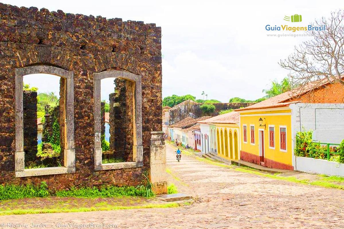 Ruínas e casas coloniais em Alcântara, no MA. Fotos de Ricardo Junior / www.ricardojuniorfotografias.com.br