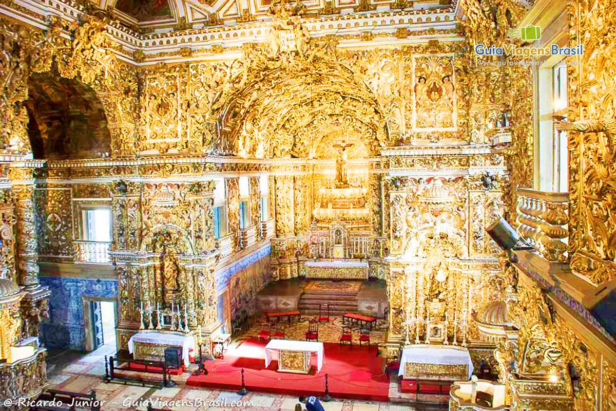 A decoração grandiosa e dourada da Igreja de São Francisco, no Pelourinho, Salvador, BA. Fotos de Ricardo Junior / www.ricardojuniorfotografias.com.br