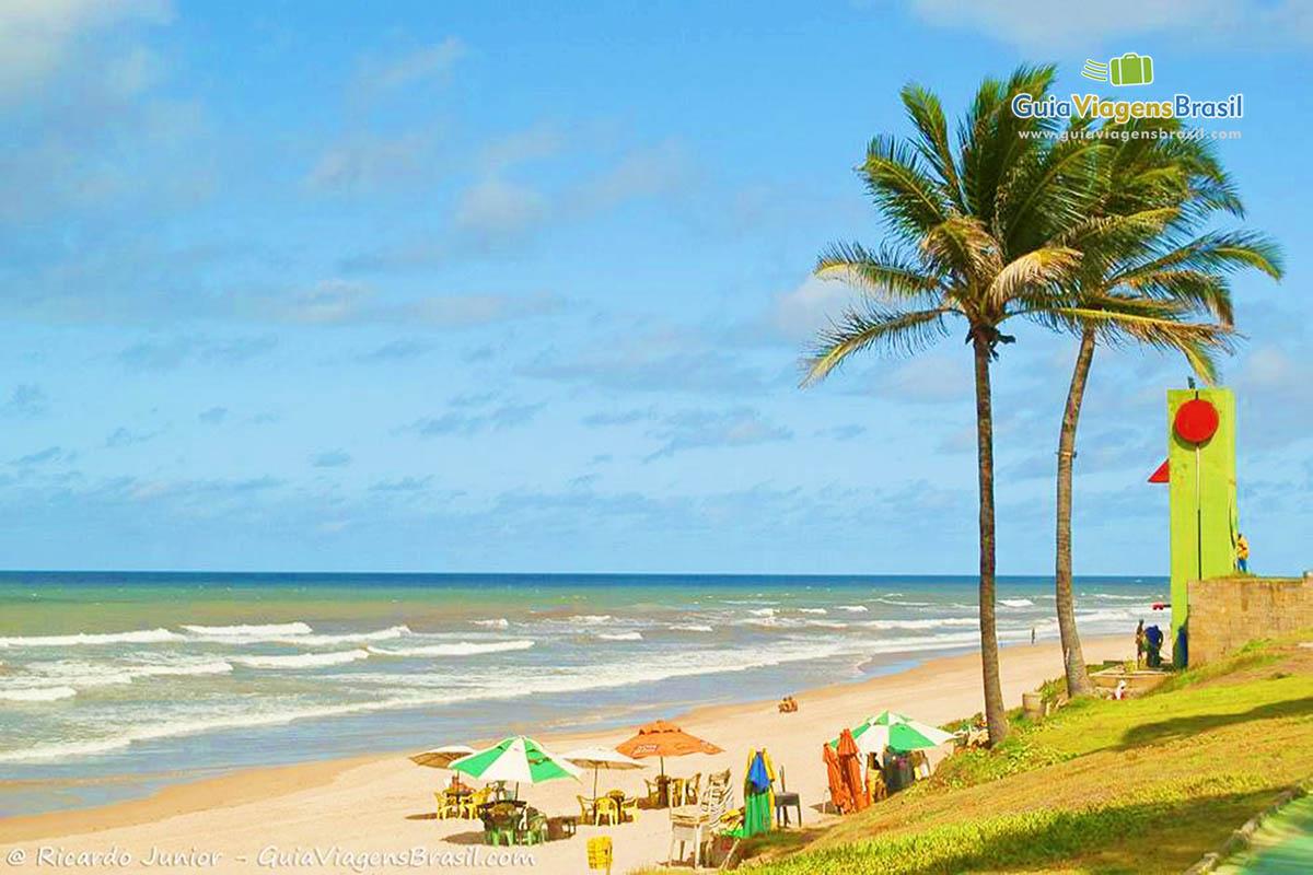 Praia de Jaguaribe, sede até de campeonatos de surf, em Salvador, BA. Fotos de Ricardo Junior / www.ricardojuniorfotografias.com.br