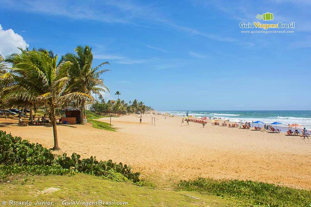 A badalada Praia Stella Maris, em Salvador, BA. Fotos de Ricardo Junior / www.ricardojuniorfotografias.com.br