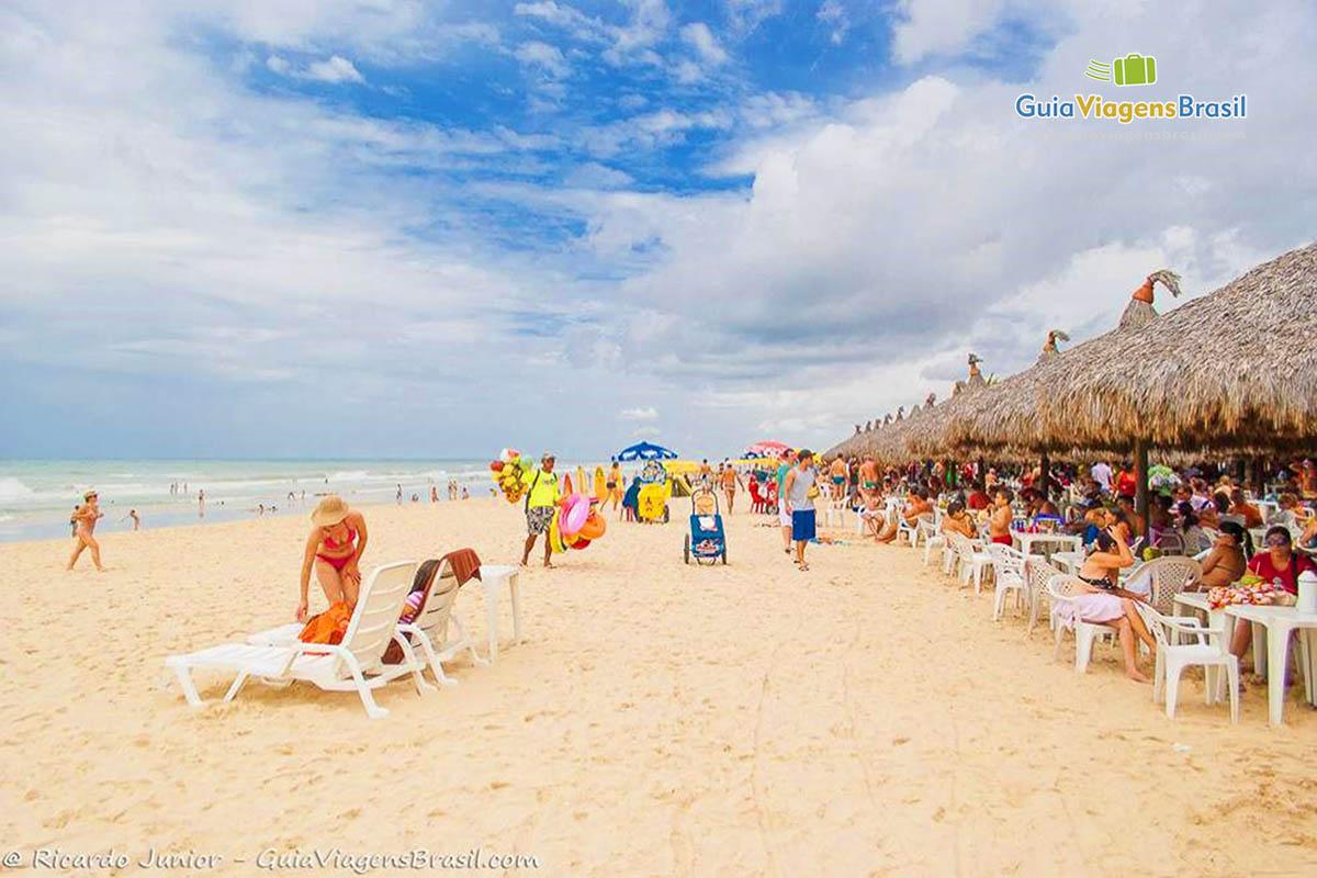 Barracas pé-na-areia, na Praia do Futuro, em Fortaleza, CE. Fotos de Ricardo Junior / www.ricardojuniorfotografias.com.br