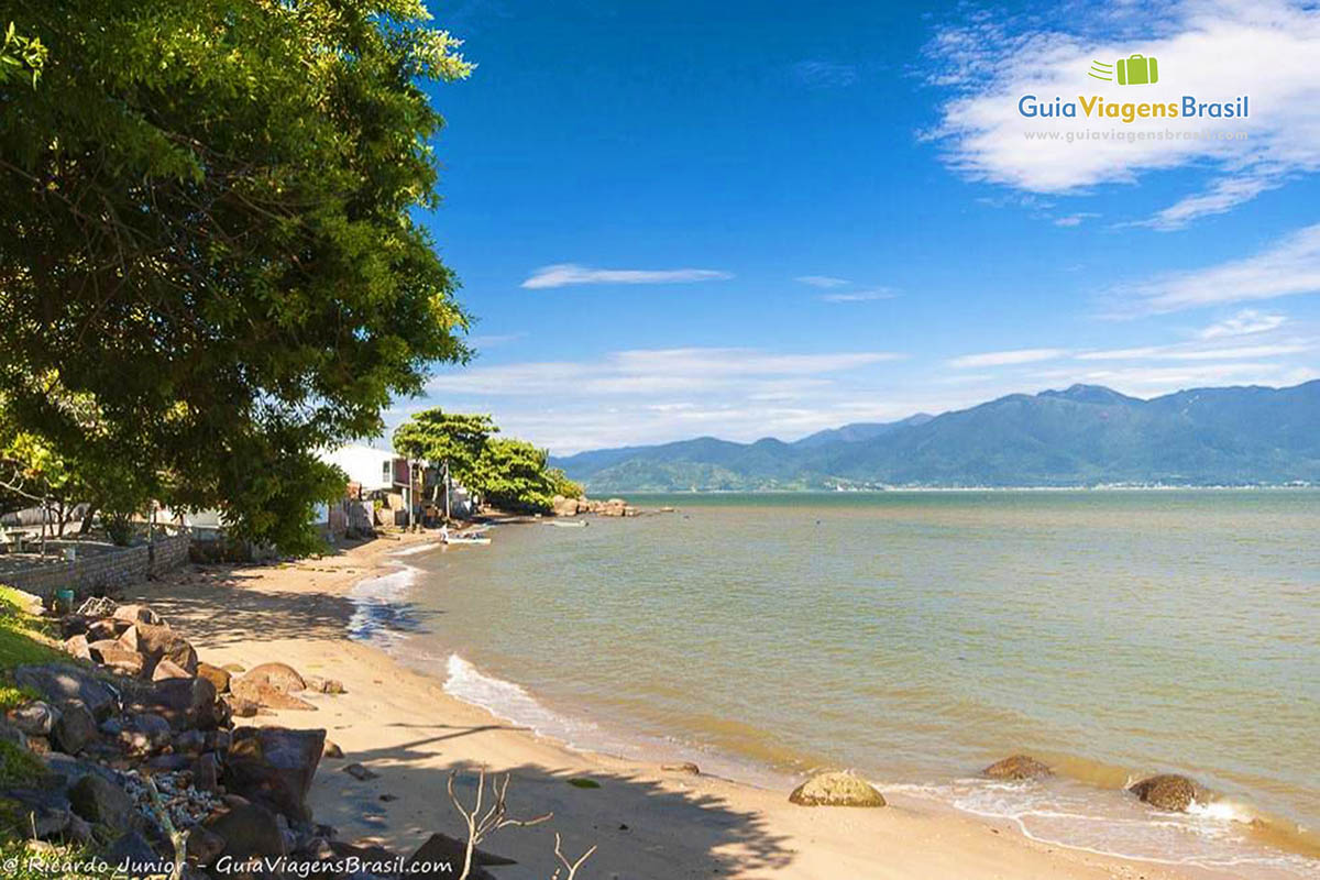 calma-praia-ribeira-da-ilha-florianopolis