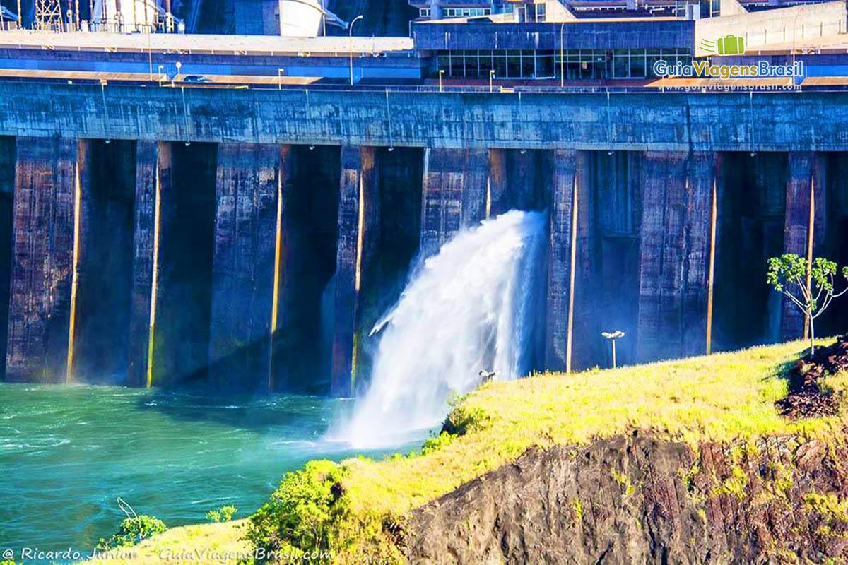 foto-usina-de-itaipu-em-foz-do-iguacu-parana-brasil-foto-8102