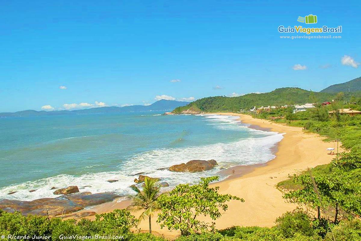 praia-do-estaleiro-balneario-camboriu- (1)