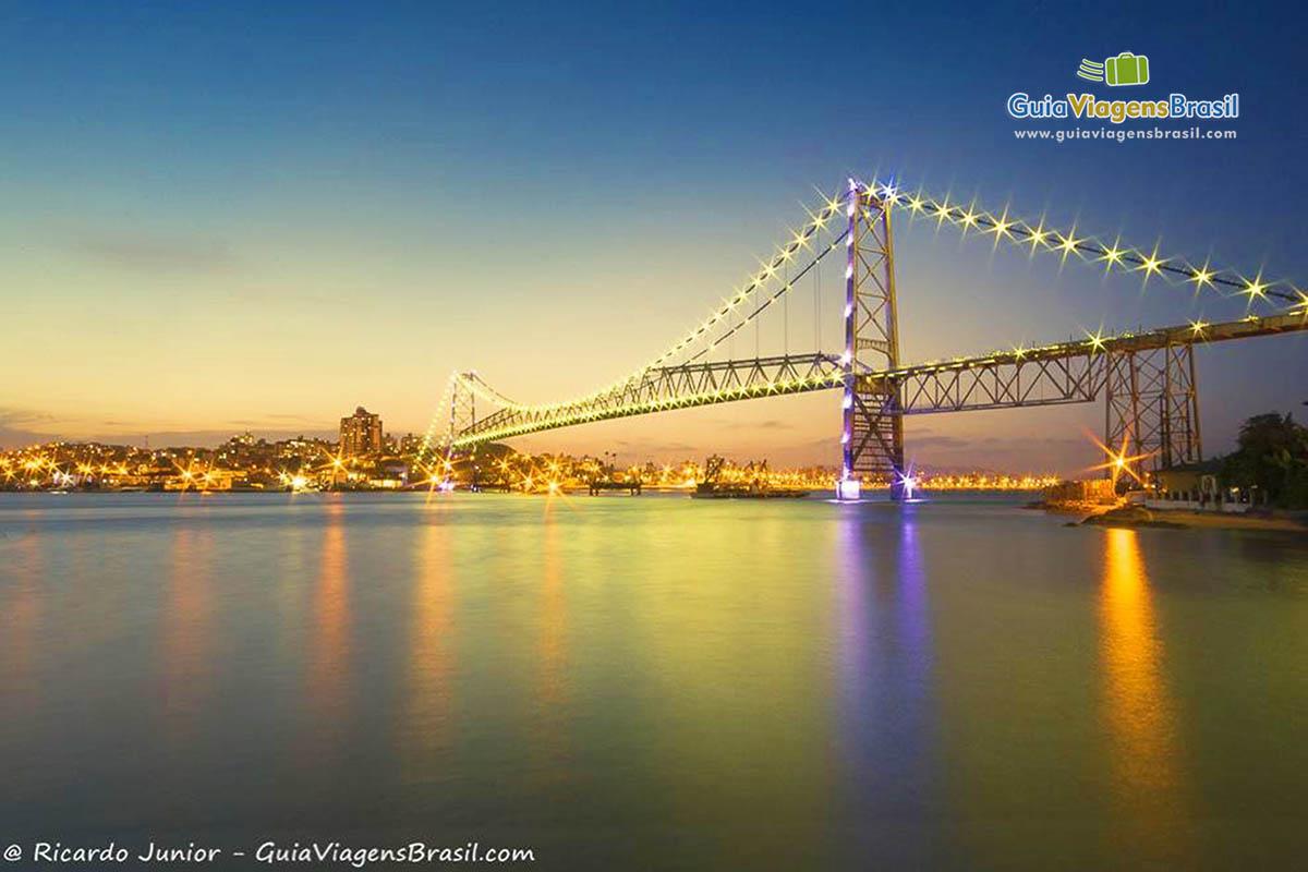 iluminada-ponte-hercilio-luz-florianopolis-sc