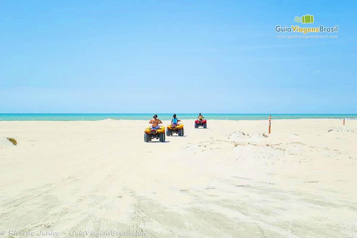 imagem-praia-deserta-jericoacoara