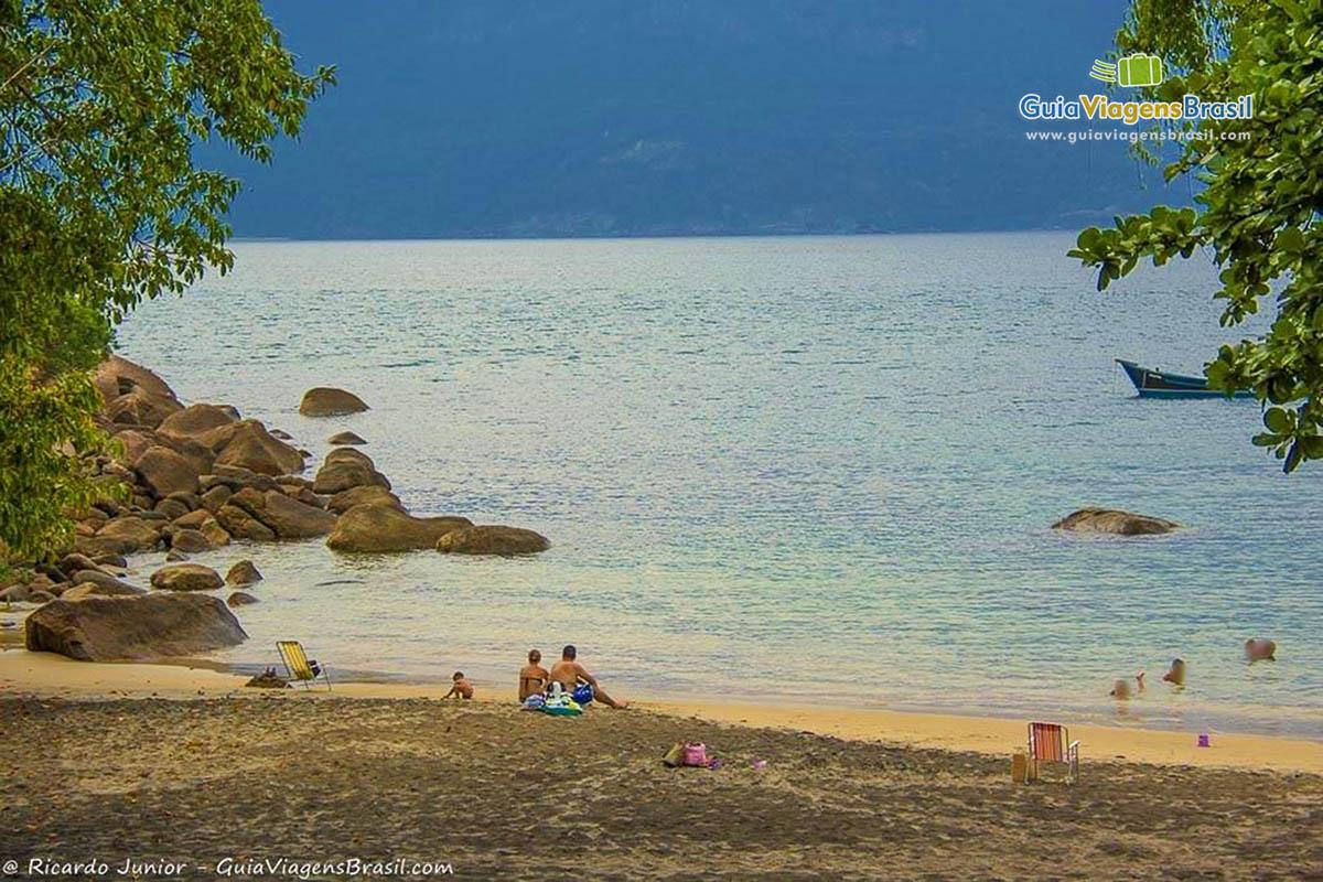familia-praia-do-veloso-ilhabela-sp