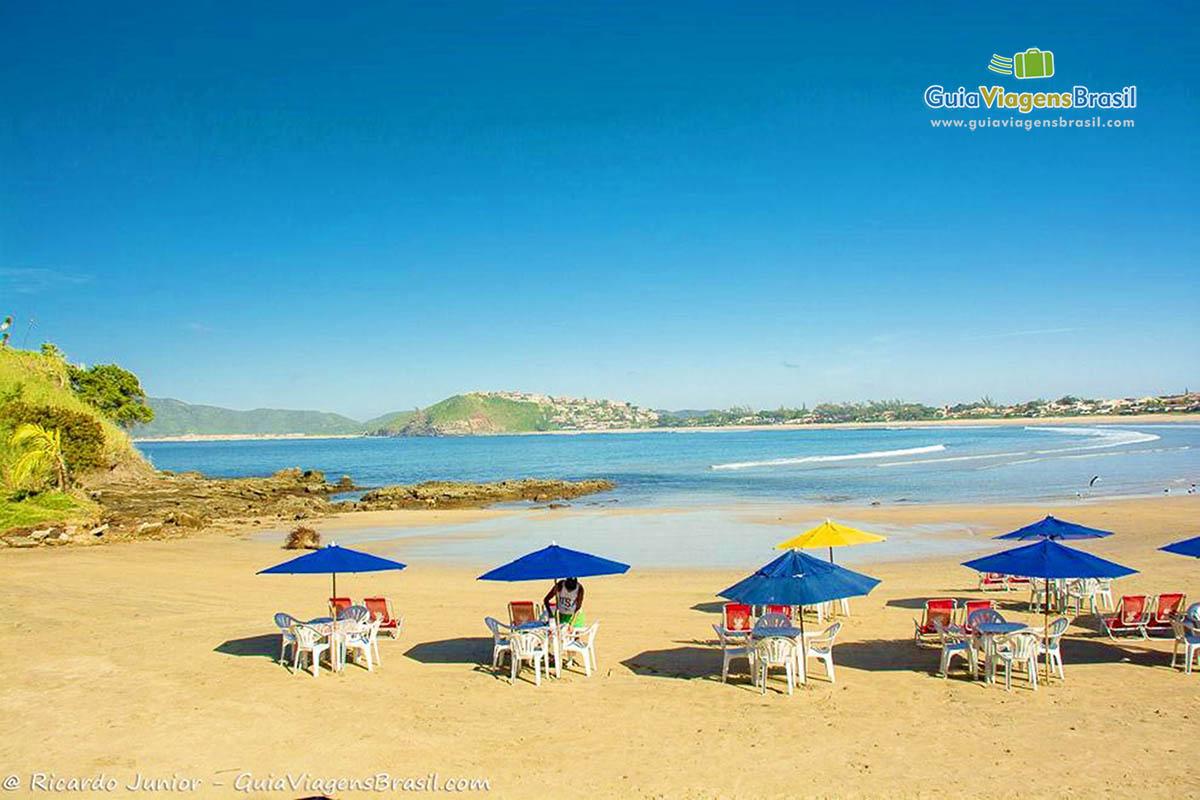 guarda-sol-coloridos-praia-de-geriba-buzio-rj