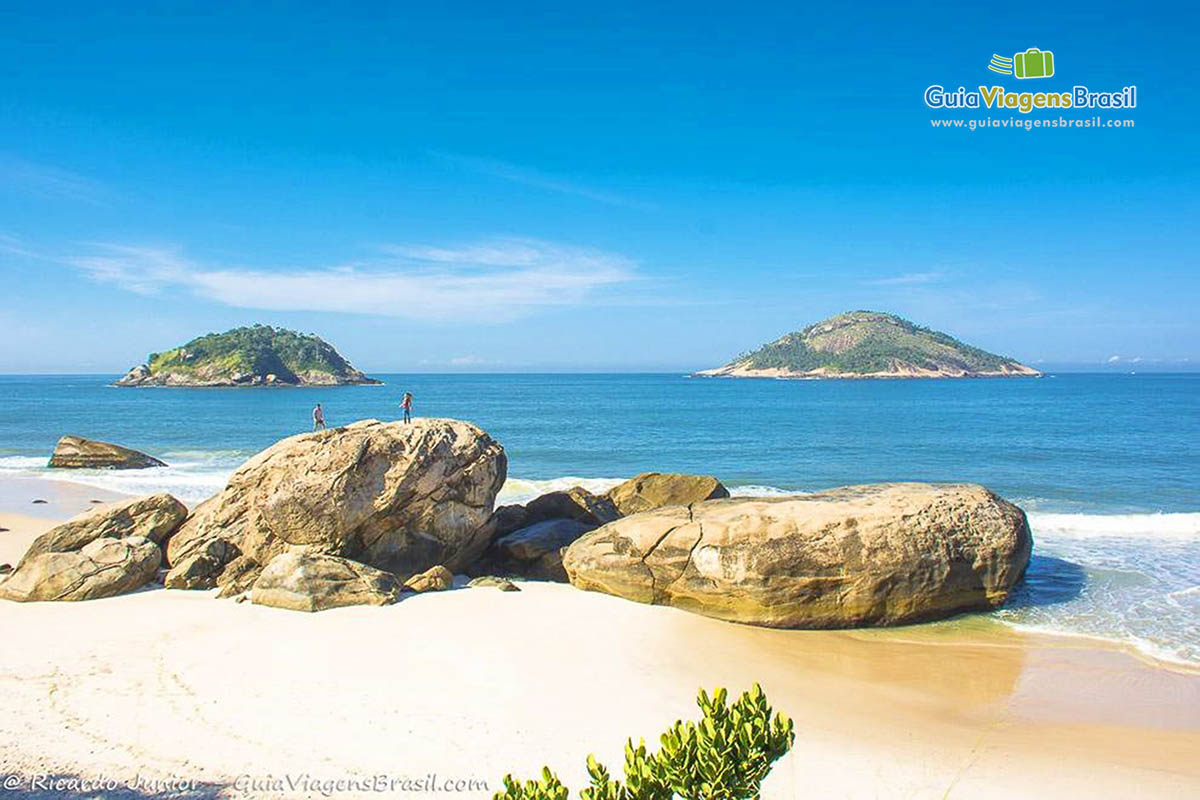 pedras-praia-abrico-rj