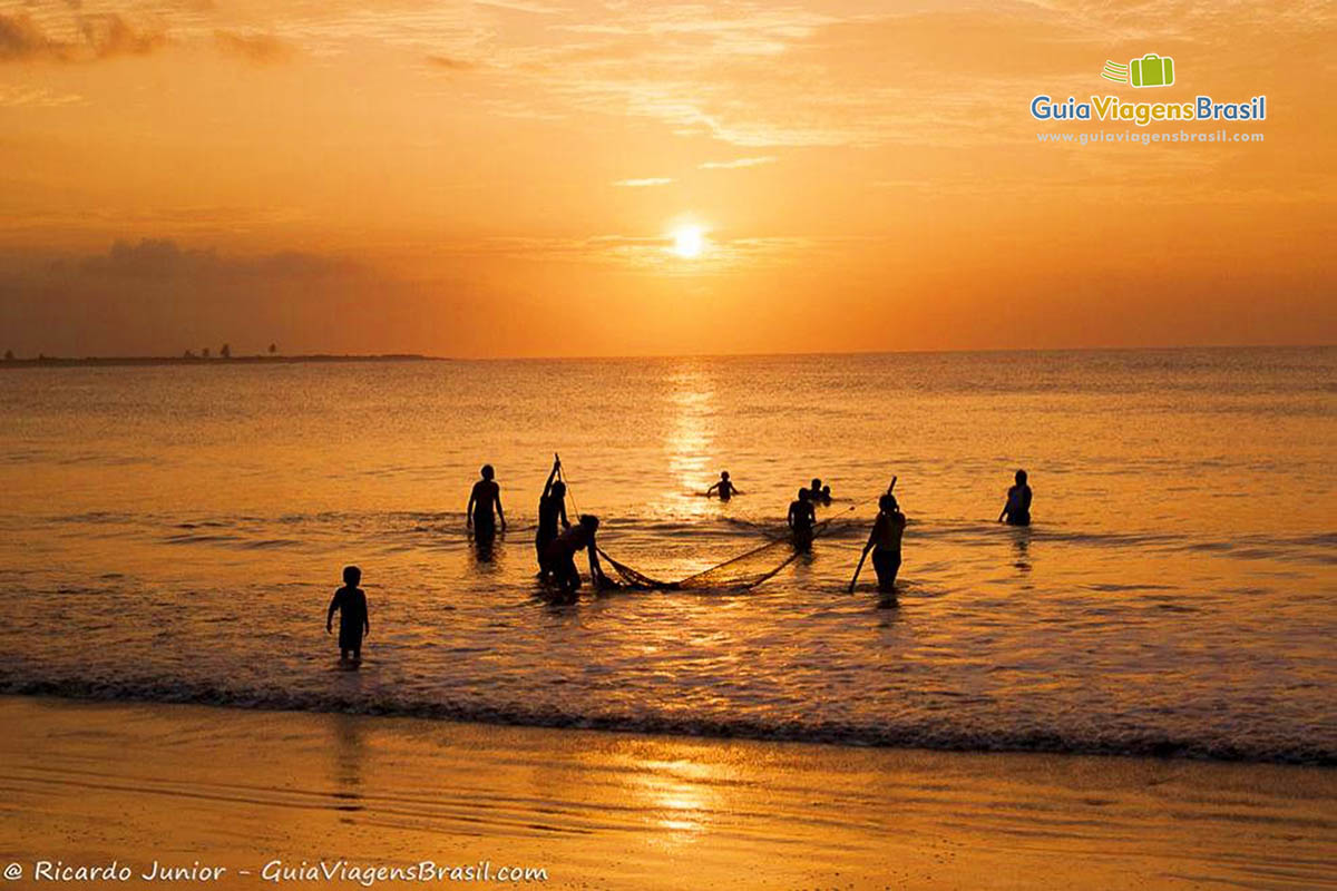 pescadores-praia-tourinhos-sao-miguel-do-gostoso-rn