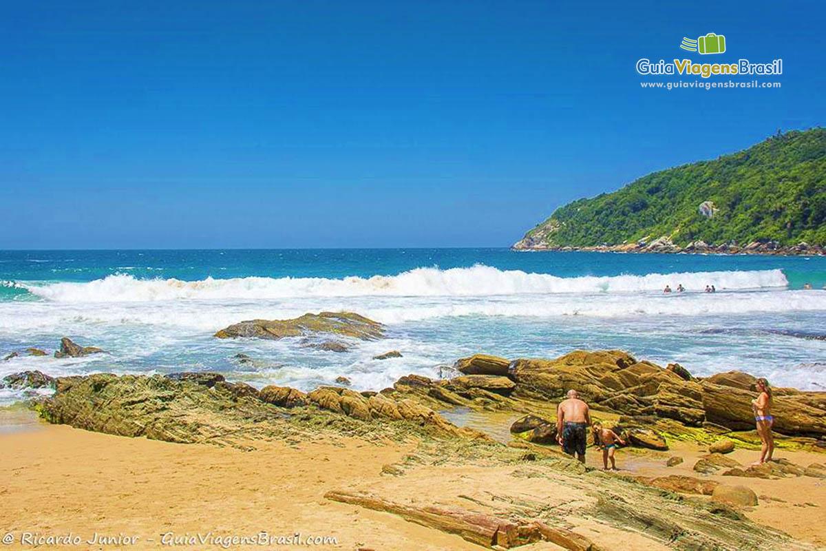 pedras-praia-retiro-dos-padres-bombinhas-sc