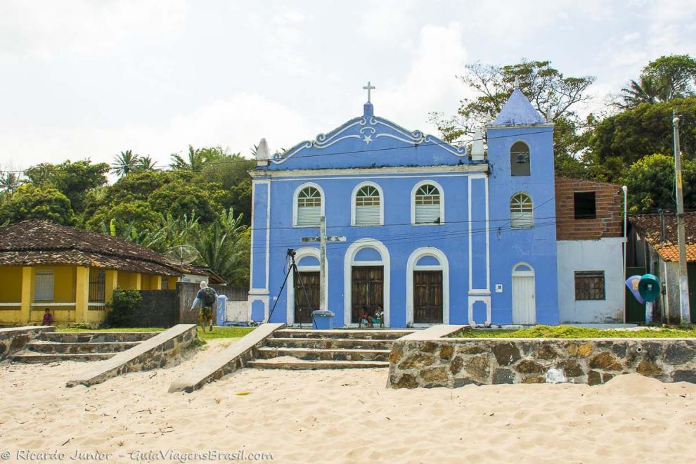 Imagem da bela igreja na Vila da Cova da Onça na Ilha de Boipeba-Bahia-BA