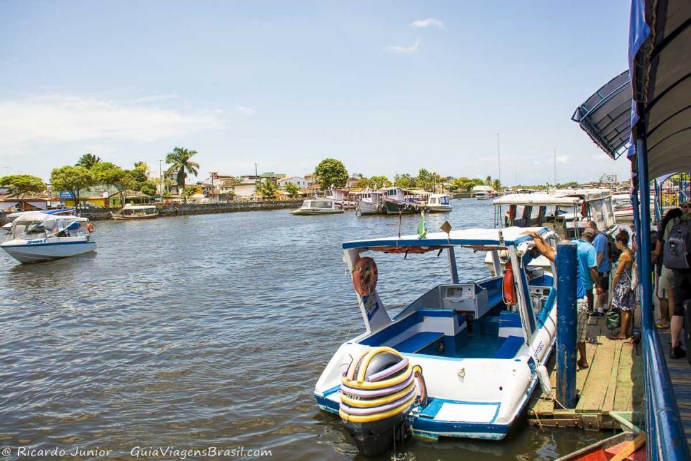 Imagem dos barcos que fazem a travessia para Ilha de Boipeba-Bahia-BA