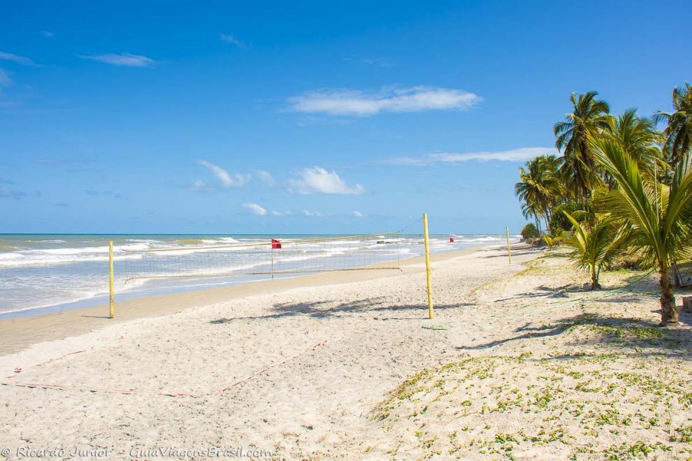 Imagem das areias brancas e mar azulado da Praia dos Milionários em Ilhéus-Bahia-BA