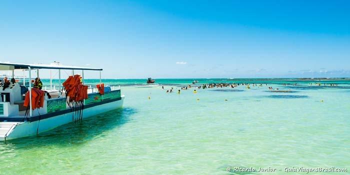 Catamarã nas Galés de Maragogi, em Alagoas - Photograph by Ricardo Junior / www.ricardojuniorfotografias.com.br