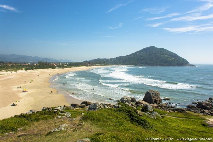 Imagem da linda Praia da Ferrugem em Garopaba. - Photograph by Ricardo Junior / www.ricardojuniorfotografias.com.br