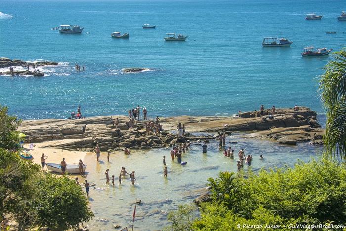 Imagem das águas calmas e cristalinas da Praia Lagoinha. - Photograph by Ricardo Junior / www.ricardojuniorfotografias.com.br