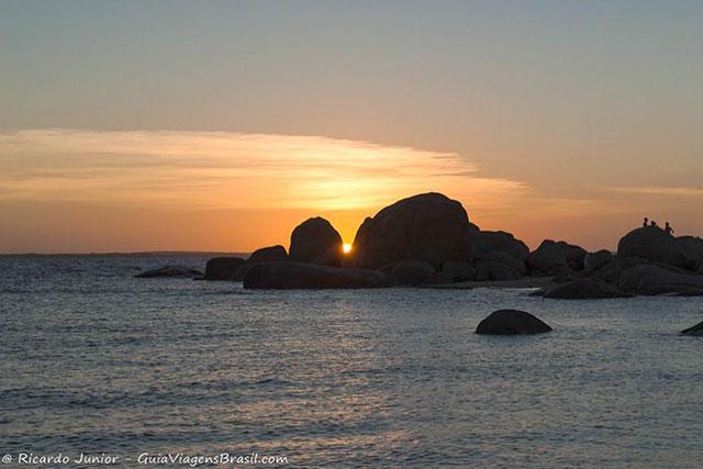 Praia Pedra do Sal ao por do sol. Photograph by Ricardo Junior / www.ricardojuniorfotografias.com.br