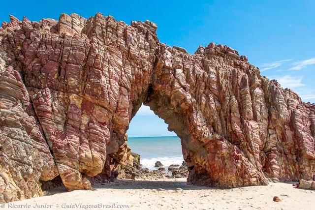 Pedra Furada, cartão-postal de Jericoacoara, no Ceará. Photograph by Ricardo Junior / www.ricardojuniorfotografias.com.br