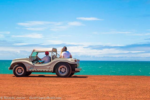 Passeio de bugue, imperdível pelas praias de Pipa, Rio Grande do Norte. Photograph by Ricardo Junior / www.ricardojuniorfotografias.com.br