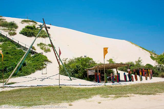 As Dunas do Siriú oferecem ótima estrutura para os turistas e esportistas que se aventuram nessas areias. Photograph by Ricardo Junior / www.ricardojuniorfotografias.com.br